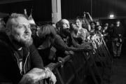 Friedemann and Fans admiring the rest of the band | COR